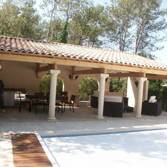 pool house et cuisine aménagée et piscine
