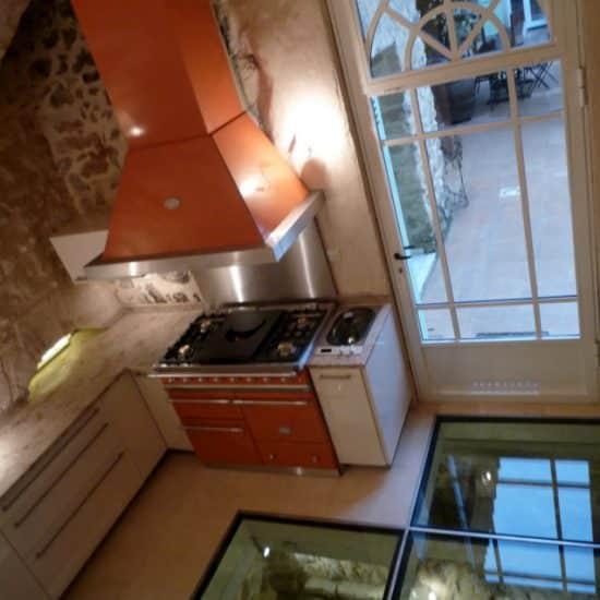 Cuisine, plancher de verre et décoration