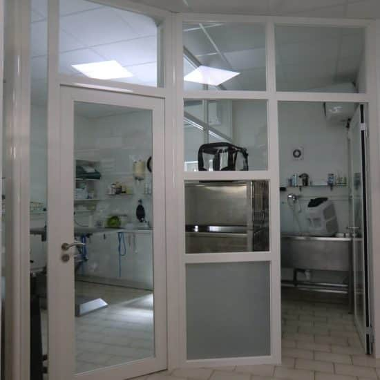 Cabinet Vétérinaire salle sale et salle de chirurgie à gauche
