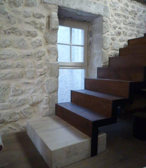 Escalier bois, métal et pierre