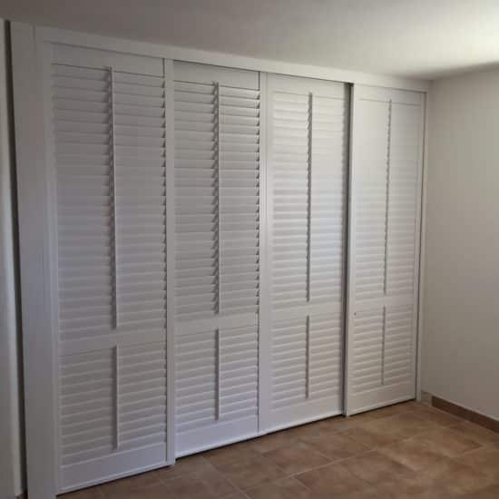 Volets intérieurs en bois coulissants portes placards
