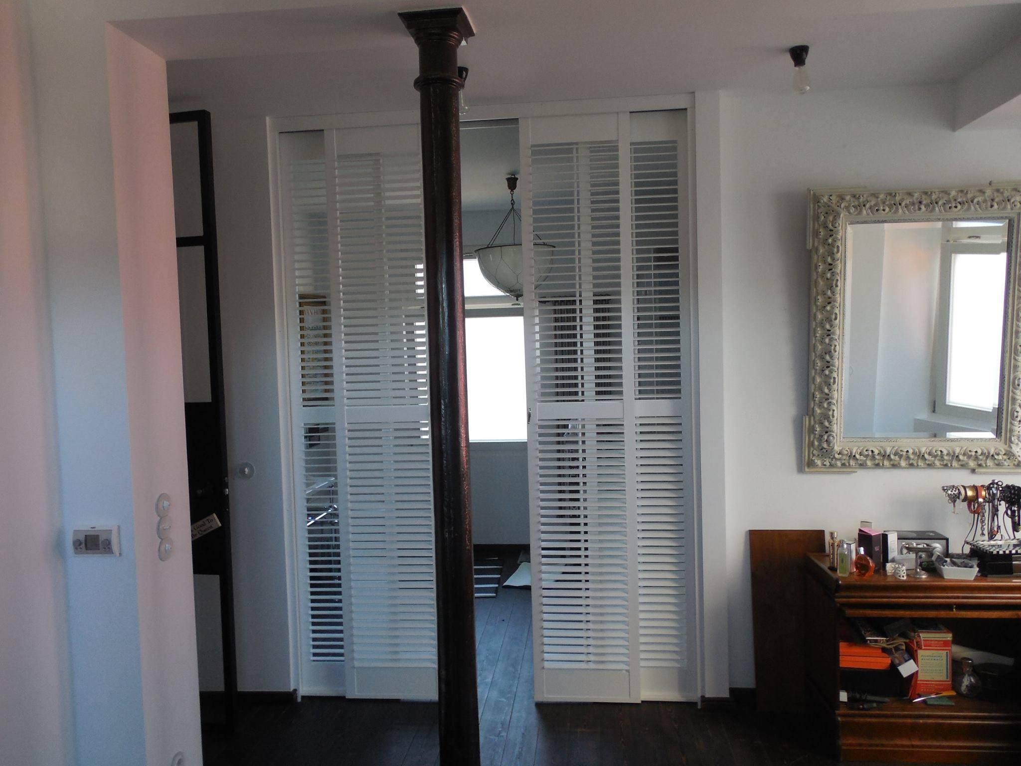 Claustras et volets for Separation entre chambre et salle de bain
