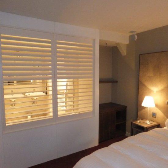 Volets intérieurs bois separation-hotel