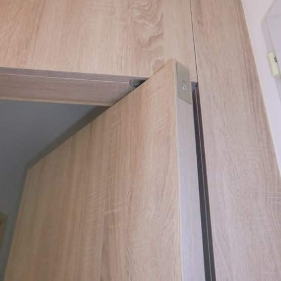 Porte sur pivot avec placage bois