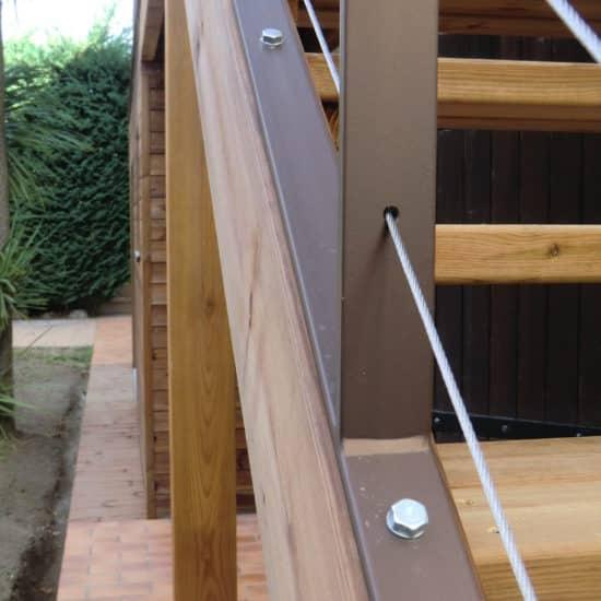 Garde-corps métal et escalier en bois